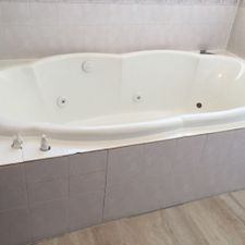 Bath tub/Shower